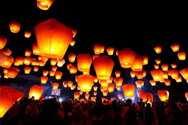 Chinese Sky Lanterns | Weddings South Africa | Pam Black Weddings